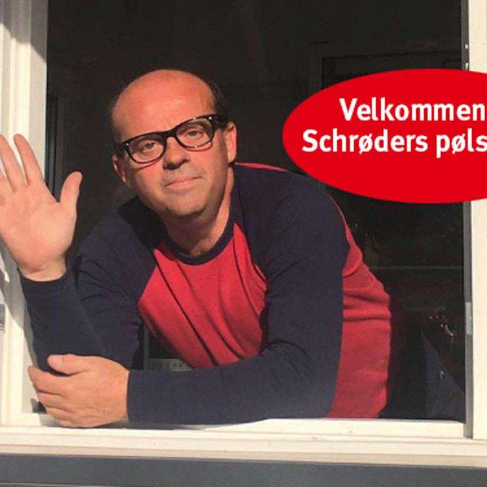 """Vi har fornøjelsen af at byde velkommen til Henrik Schrøder og hans familie, der kommer med en fin og veludrustet pølsevogn - lige fra sæsonstart i år. De holder til på """"Pølsepladsen"""", og byder på: * Et alsidigt menukort * Fredagsmenu med familie-tilbud * Smørrebrød på bestilling"""